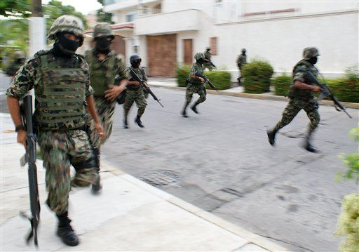 armed gang kidnapped group 20 tourists Mexico's Pacific city Acapulco